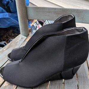 Bandolino Black Peep Toe Wedges Size 8.5M NWOT